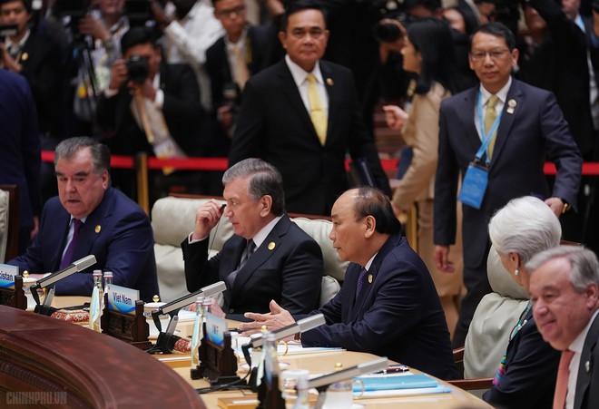 """Thủ tướng dự họp bàn tròn của Diễn đàn """"Vành đai và Con đường"""" - Ảnh 1."""