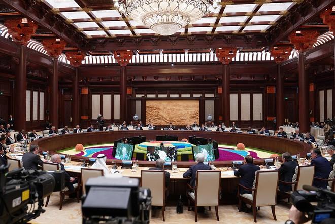 """Thủ tướng dự họp bàn tròn của Diễn đàn """"Vành đai và Con đường"""" - Ảnh 2."""