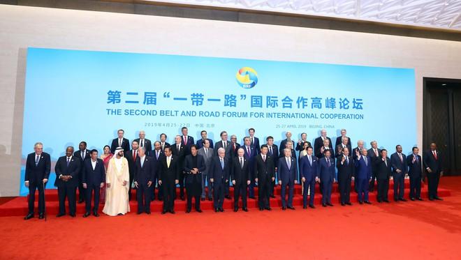 Thủ tướng nhấn mạnh những nền tảng của kết nối kinh tế khu vực - Ảnh 2.