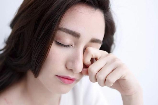 Bác sĩ BV Mắt Trung ương cảnh báo: Thói quen cực xấu của nhiều người có thể gây hỏng mắt - Ảnh 1.