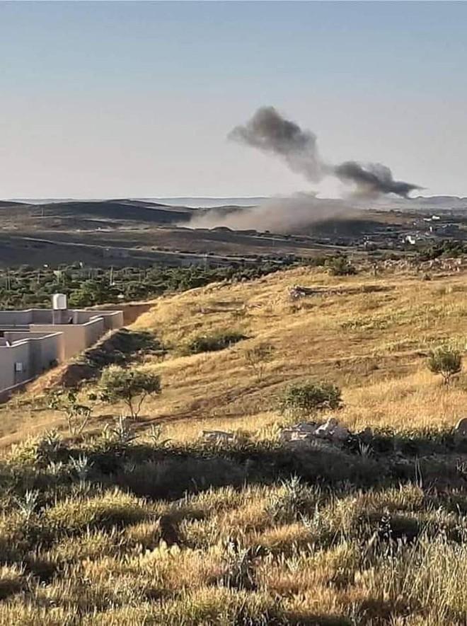 Lò lửa Libya nóng rực - Nhiều máy bay lạ tham chiến - Ảnh 6.