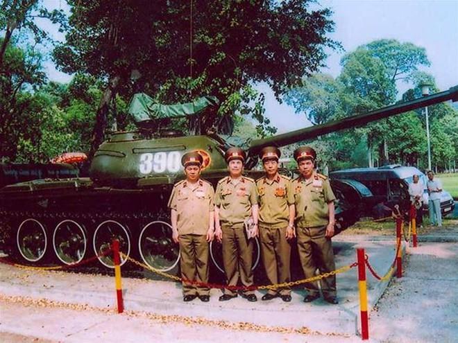 Tình huống hy hữu trên đường xuất kích của xe tăng VN: Trúng mìn - Số đen thì phải chịu! - Ảnh 5.
