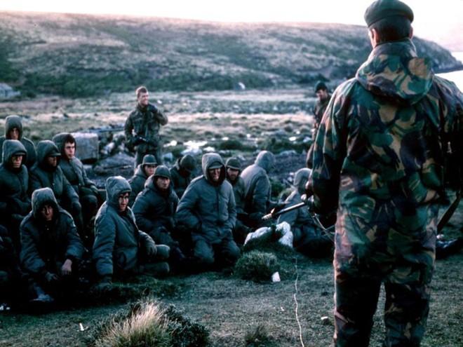 Nhìn lại cuộc chiến Falkland 37 năm trước - ảnh 13