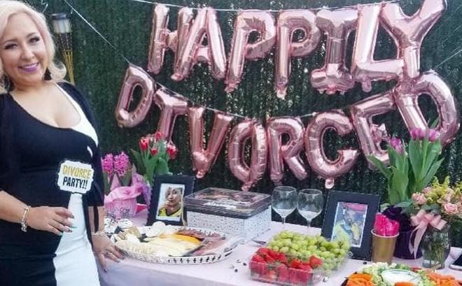 14 năm đấu tranh không mệt mỏi mới ly dị được chồng, người phụ nữ hạnh phúc mở bữa tiệc ly hôn to hơn cả đám cưới để ăn mừng