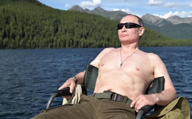 """Bí ẩn """"năng lực đặc biệt"""" của ông Putin: Chỉ cần xuất hiện cũng khiến vật thể bị """"dịch chuyển"""" hàng trăm km"""