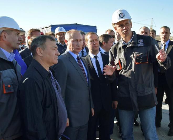 Bí ẩn năng lực đặc biệt của ông Putin: Chỉ cần xuất hiện cũng khiến vật thể bị dịch chuyển hàng trăm km - Ảnh 2.