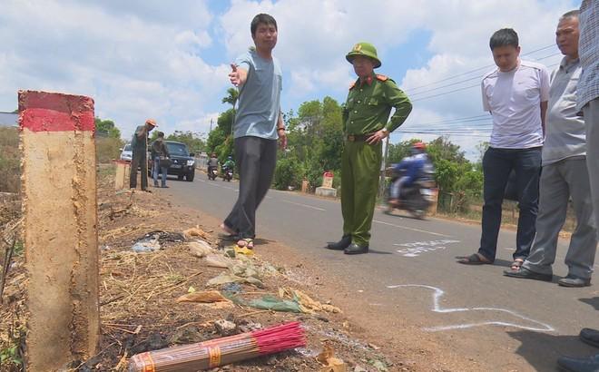 Vụ người phụ nữ chết cạnh xe máy bên đường: Chồng khai đánh chết vợ rồi giả hiện trường tai nạn