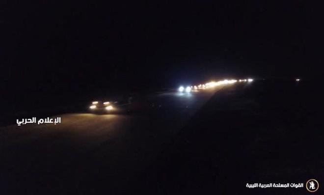 Lò lửa Libya chính thức bùng nổ - Chiến tranh lan rộng khắp, LHQ sơ tán khẩn cấp - Ảnh 3.