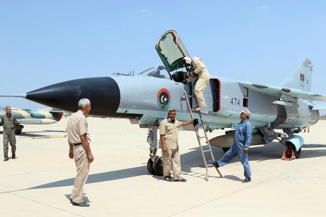 Lò lửa Libya chính thức bùng nổ - Chiến tranh lan rộng khắp, LHQ sơ tán khẩn cấp - Ảnh 8.