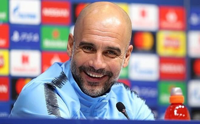 Pep Guardiola trách cả thế giới đếm thiếu danh hiệu của Man City