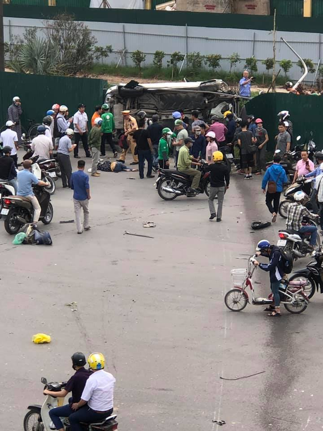 Clip: Nữ tài xế lái Mercedes vượt đèn đỏ, đâm nát nhiều xe máy ở Mai Dịch sáng nay - Ảnh 6.