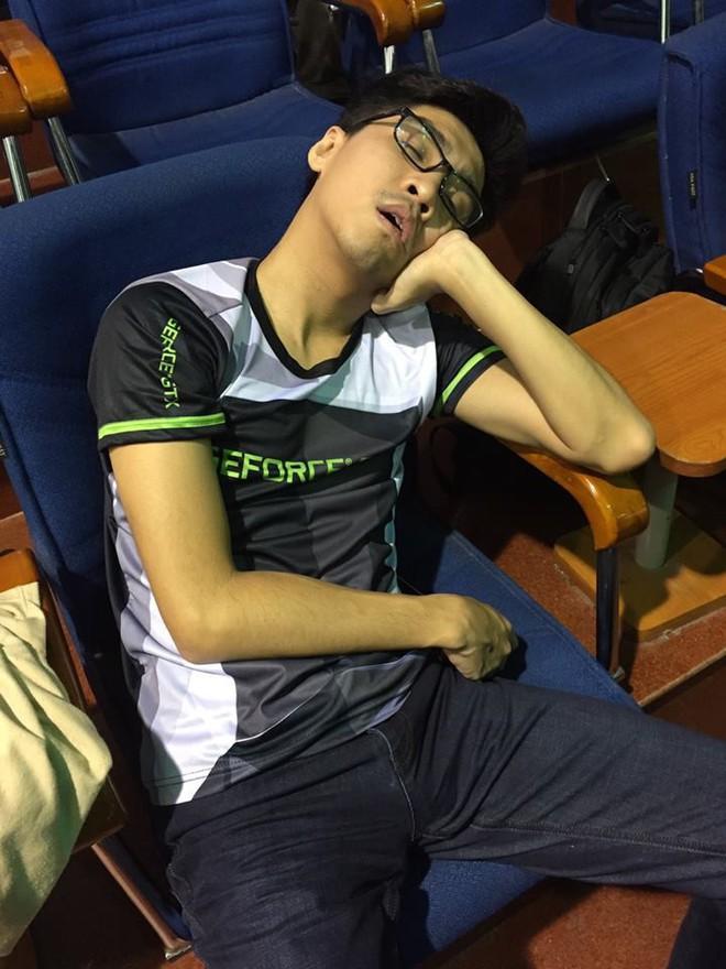 PewPew cảnh tỉnh hội muốn bỏ học để làm streamer: Làm việc 12 tiếng/ngày ám ảnh hơn cả thi học kỳ, ngủ chỉ lo bị đột tử - Ảnh 2.