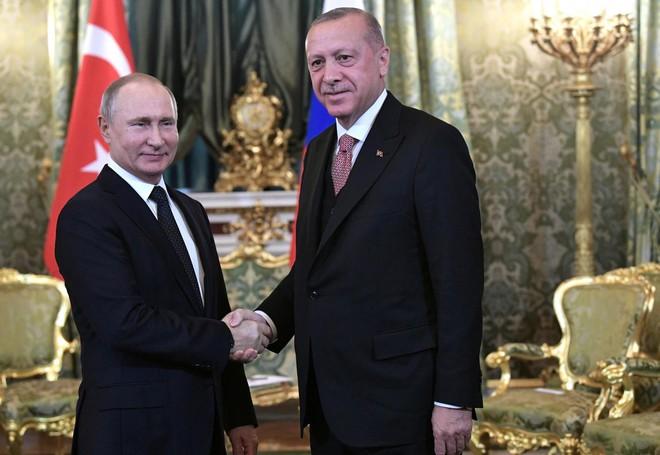 """Trao S-400 cho Thổ Nhĩ Kỳ, Nga có tạo thế """"lộng hành"""" cho """"đối thủ"""" một thời ở Syria? - Ảnh 1."""