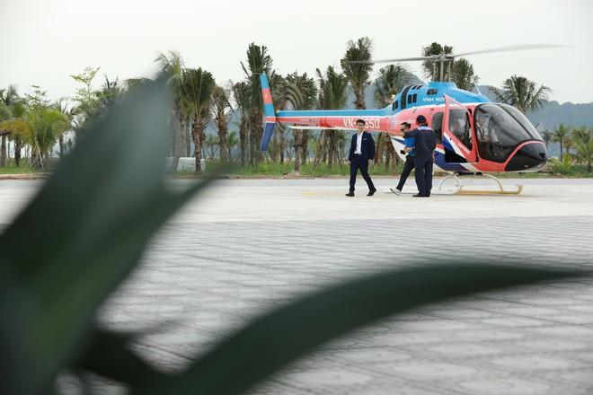 Trải nghiệm bay trực thăng ngắm cảnh vịnh Hạ Long trên không giá 3 triệu đồng/người - Ảnh 1.