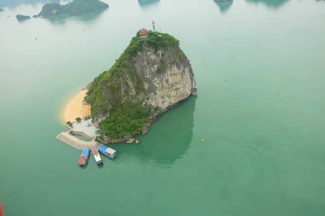 Trải nghiệm bay trực thăng ngắm cảnh vịnh Hạ Long trên không giá 3 triệu đồng/người - Ảnh 11.