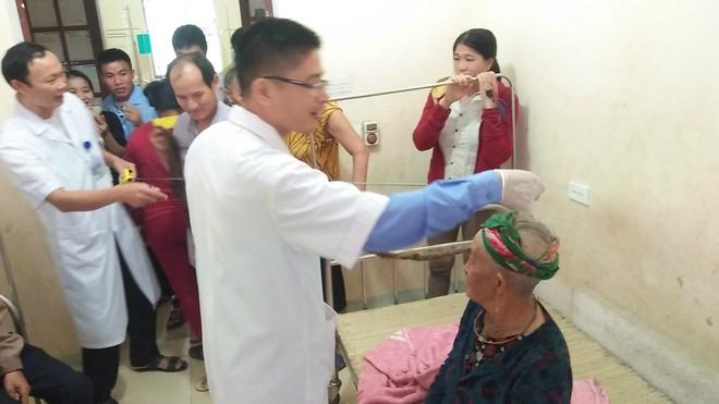 Cụ bà 94 tuổi với bộ tóc dài gần 4m ở Nghệ An tiết lộ lý do chưa gội đầu trong 65 năm qua  - Ảnh 5.