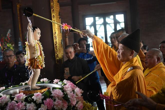 Hơn 400 xe hoa diễu hành rước Phật trước đại lễ Phật Đản Vesak - Ảnh 2.