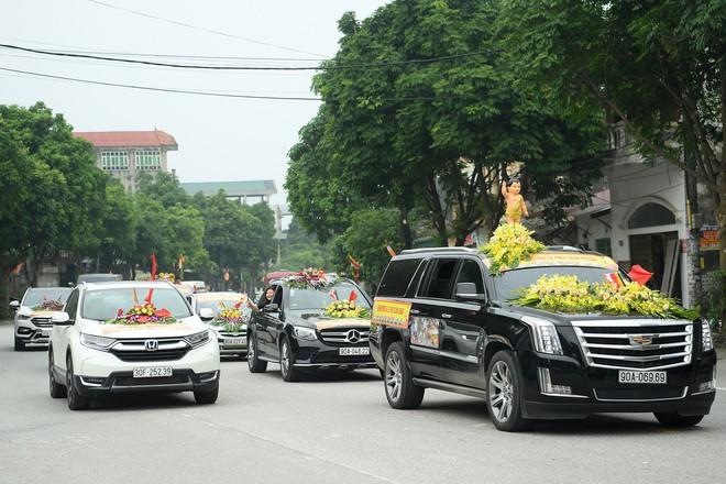 Hơn 400 xe hoa diễu hành rước Phật trước đại lễ Phật Đản Vesak - Ảnh 10.