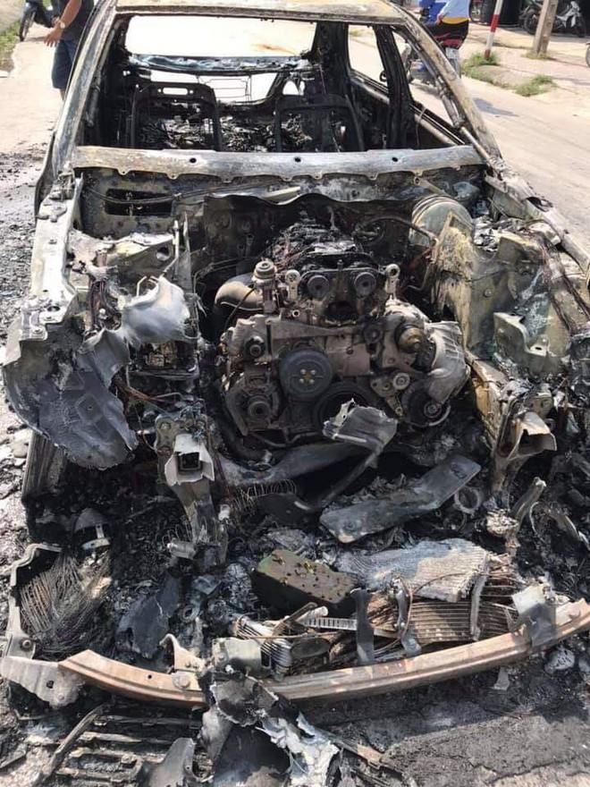 Xe sang tiền tỷ Mercedes đi đón dâu bỗng bốc cháy giữa đường, nguyên nhân càng gây tò mò  - Ảnh 3.