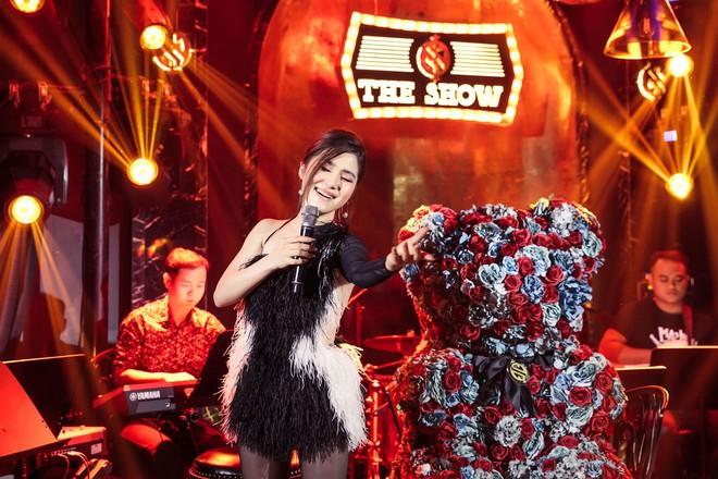 Hương Tràm đổ bệnh, phải tiêm kháng sinh để hát và bật khóc trong show diễn cuối cùng - Ảnh 6.