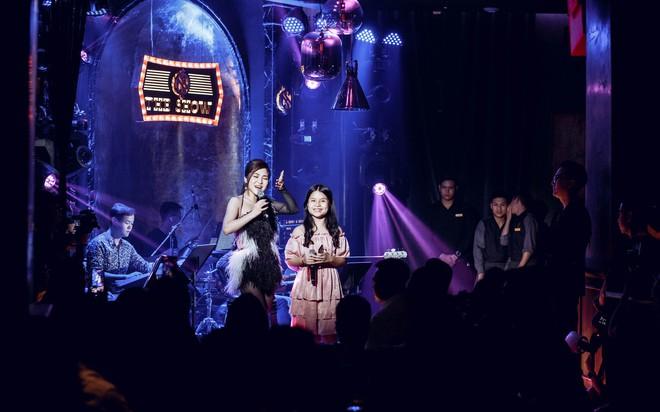 Hương Tràm đổ bệnh, phải tiêm kháng sinh để hát và bật khóc trong show diễn cuối cùng - Ảnh 9.