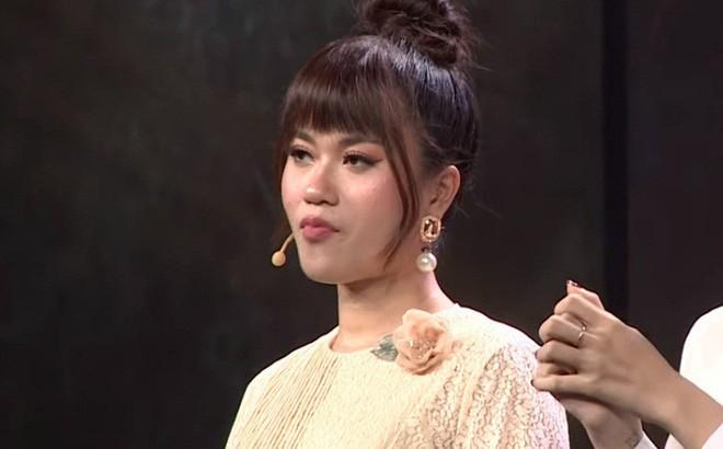 """Chỉ vì tóc mới, Lâm Vỹ Dạ bị MC Thành Trung chọc tức, nói """"có vấn đề về trí não"""""""