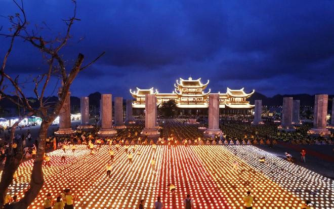 Lung linh đêm hội hoa đăng cầu cho thế giới hòa bình tại Đại lễ Phật Đản Vesak 2019 - Ảnh 4.