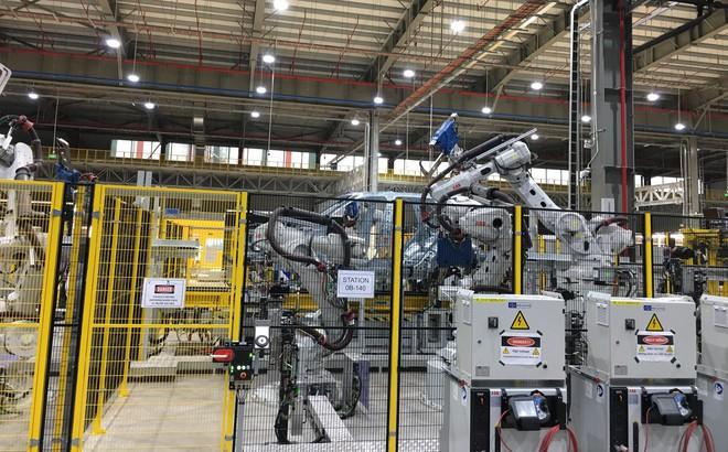 """""""Đột nhập"""" nhà máy sản xuất thân vỏ ô tô của VinFast"""