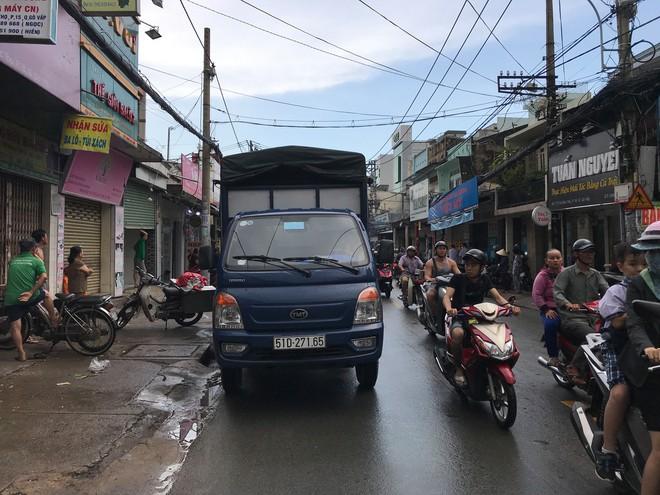 Trên đường đi báo tin người thân qua đời, thiếu nữ 16 tuổi bị tai nạn tử vong ở Sài Gòn - Ảnh 1.