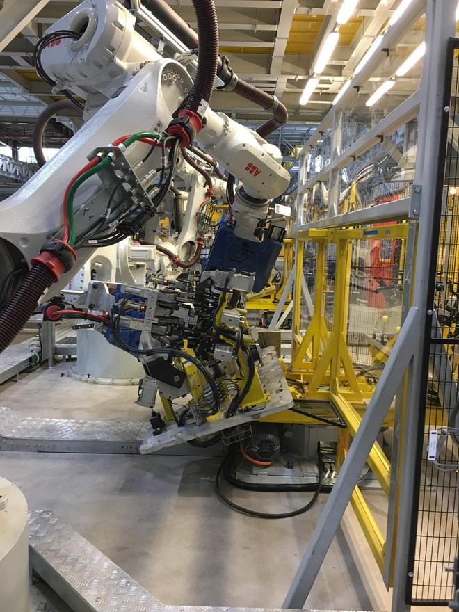 Đột nhập nhà máy sản xuất thân vỏ ô tô của VinFast - Ảnh 5.