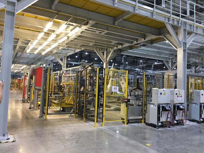 Đột nhập nhà máy sản xuất thân vỏ ô tô của VinFast - Ảnh 4.
