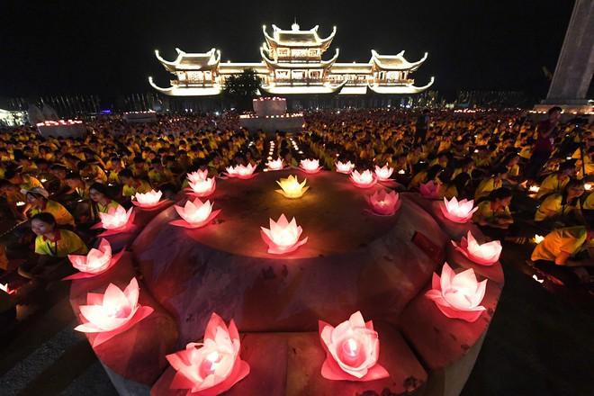 Lung linh đêm hội hoa đăng cầu cho thế giới hòa bình tại Đại lễ Phật Đản Vesak 2019 - Ảnh 10.