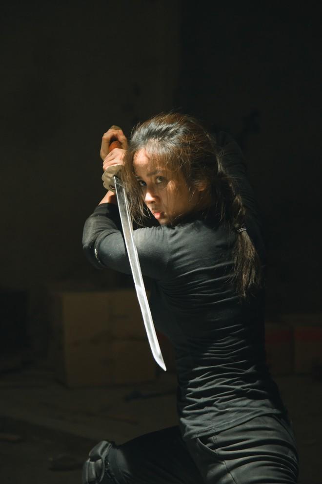 Bella Mai tự làm phim hành động gay cấn - Ảnh 4.