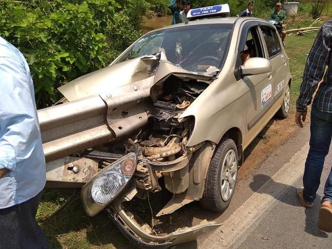 2 bức ảnh hiện trường tai nạn ở Sơn La: Tài xế thoát nạn là điều thần kỳ - Ảnh 1.