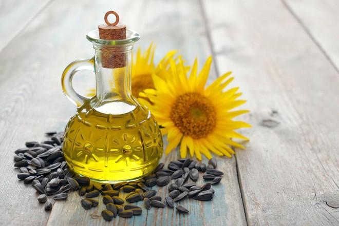 3 lý do dầu hướng dương là loại dầu ăn cần có trong mọi gia đình - Ảnh 1.