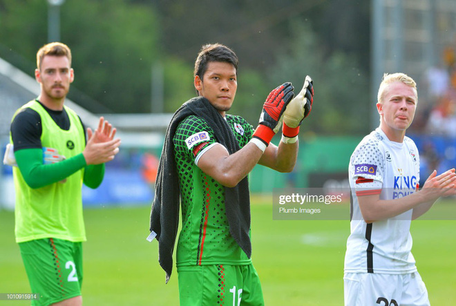 Gắn mác Tây nhưng có một điều thủ môn tuyển Thái đang thua xa Đặng Văn Lâm - Ảnh 2.