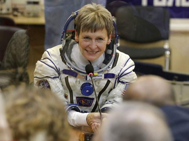 NASA ấp ủ đưa người phụ nữ đầu tiên lên Mặt trăng - Ảnh 1.