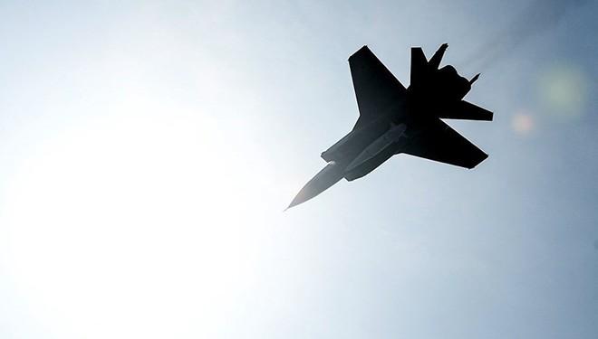 Tổng thống Putin mục sở thị tiêm kích MiG-31 trang bị tên lửa siêu thanh Kinzhal - Ảnh 2.