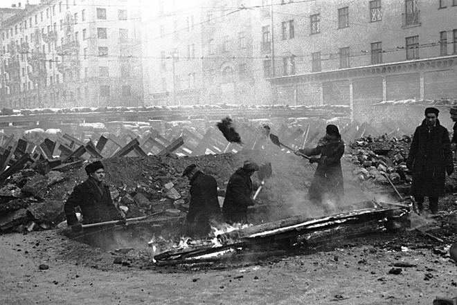 Kỳ tích của người Nga: Phép lạ biến Điện Kremlin trở nên tàng hình trước đòn bắn phá của quân Đức - Ảnh 2.