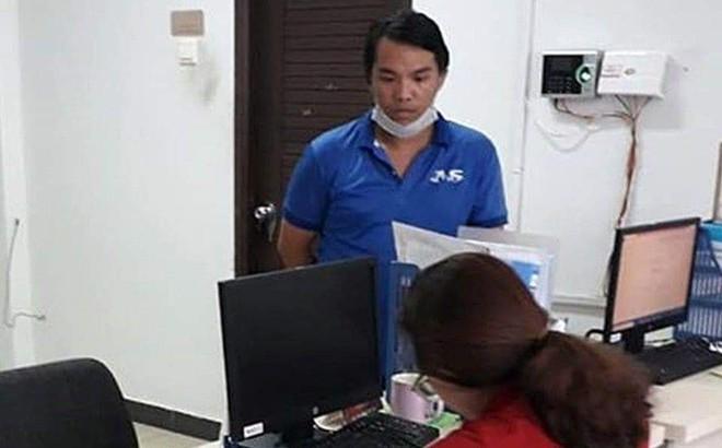Nhân viên vệ sinh nhặt được 7.400 USD khi làm việc tại chung cư ở Sài Gòn