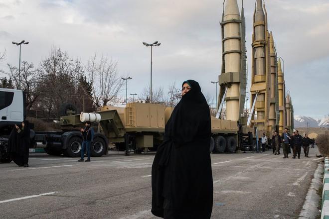 Iran dàn trận địa tên lửa đón lõng máy bay Mỹ: Mưu sâu, kế hiểm! - ảnh 1