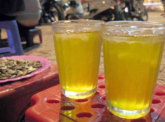 Uống trà đá để giải khát, cẩn thận rước bệnh vào người - Ảnh 1.