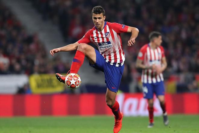 Siêu nhân Ronaldo, thảm họa Fred & những hợp đồng đặc biệt trong mùa giải 2018/19 - Ảnh 5.