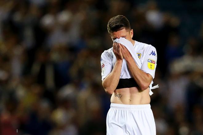 Những thiên thần áo trắng ôm nhau khóc nức nở sau khi đánh mất cơ hội tham dự trận cầu đắt giá nhất thế giới - Ảnh 5.