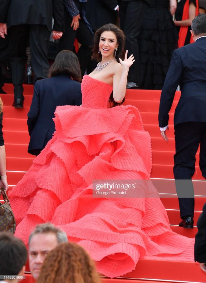 Ngày thứ 2 Cannes xuất hiện nữ thần nhan sắc chặt chém thảm đỏ, khiến Phạm Băng Băng Thái Lan chịu lép vế - Ảnh 7.