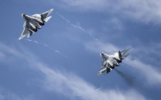 """Tổng thống Putin """"chơi tất tay"""": Mua tiêm kích Su-57 nhiều với số lượng không ngờ!"""