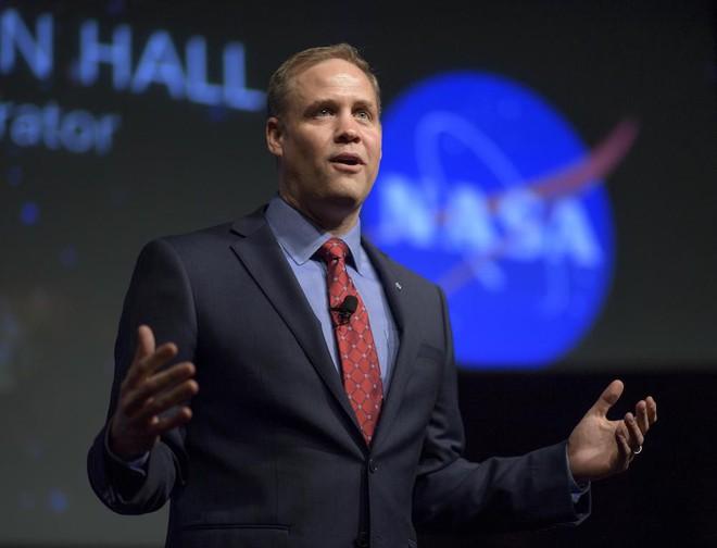 Bứt phá của TT Trump: Bơm chục tỷ đô cho NASA, đưa nước Mỹ vĩ đại trở lại trên Mặt Trăng - ảnh 3