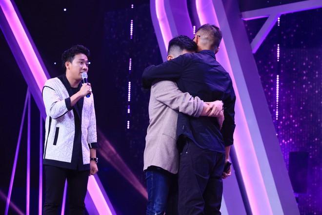 Hương Giang bật khóc nức nở trên truyền hình vì câu nói: Con xin lỗi vì không cho bố một người con dâu - Ảnh 4.