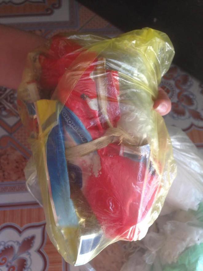 Những túi rác chứa đựng bí mật giấu bên trong khiến người ta xúc động - ảnh 3