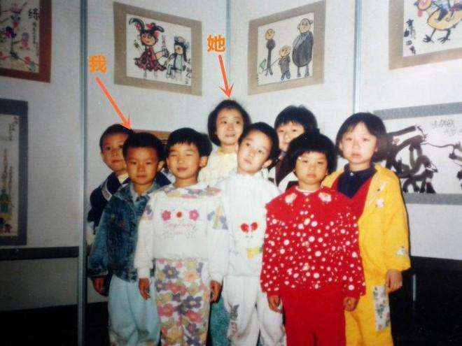 Dẫn bạn gái về nhà, chàng trai nhìn thấy điều không thể ngờ trong bức ảnh 20 năm trước - Ảnh 1.